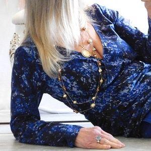 TAHARI BLUE PATTERN MOCK WRAP L SLEEVE TOP
